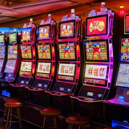 Qual è la Differenza Tra Slot Multilinea e Slot a Una Linea?